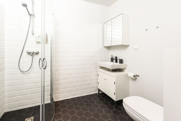 Stylish and cozy apartment in the heart of Tallinn - Shower