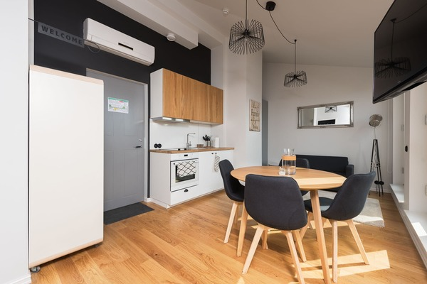 Stylish and cozy apartment in the heart of Tallinn - Kitchen & Dining