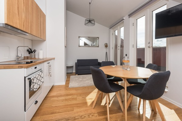 Stylish and cozy apartment in the heart of Tallinn - Kitchen & Balcony